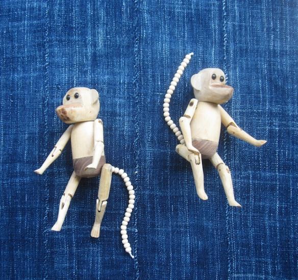猿の木製人形